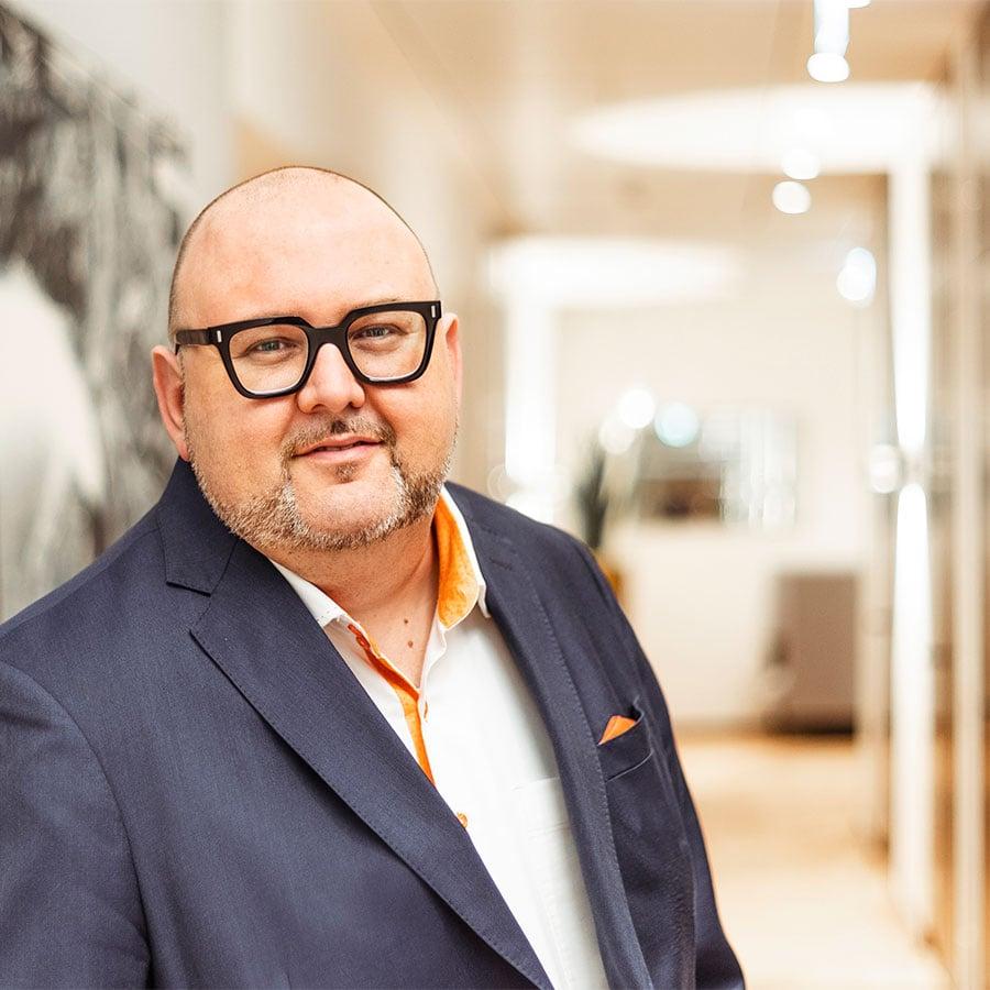 Lars Henckel - Founder and Director - CONTORA AG